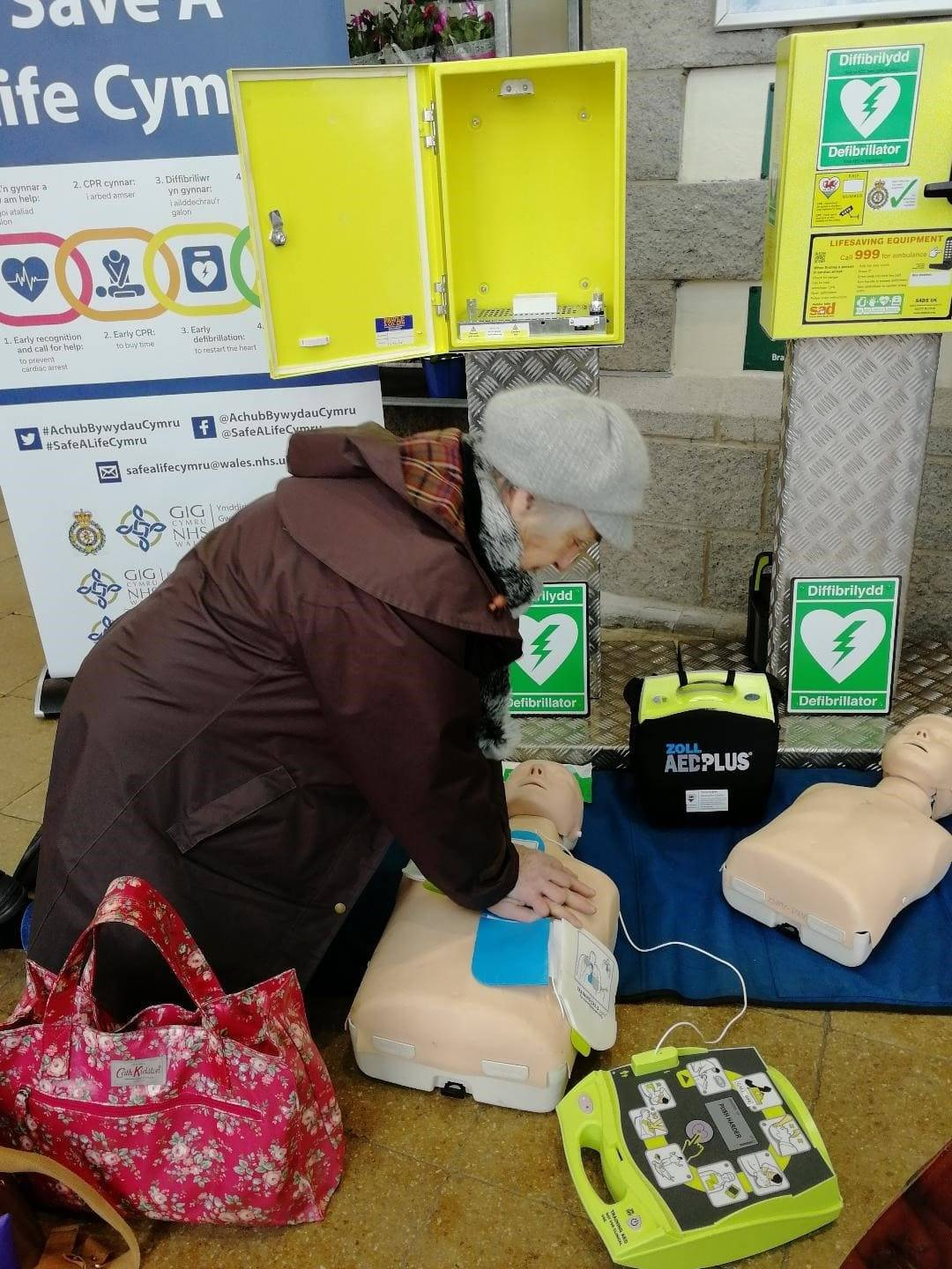 CPR demo in supermarket